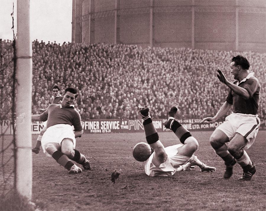 Aberdeen v Rangers (7 November 1957).